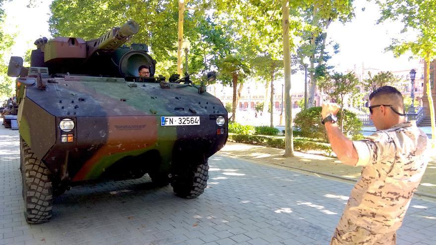 Carro de combate ante la Plaza de España, el domingo 2 junio 2019, tras el desfile del 1 de junio, Día de las Fuerzas Armadas.