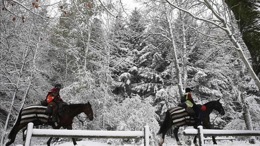 La nieve, la lluvia y el viento persisten y ponen en alerta a veinticinco provincias