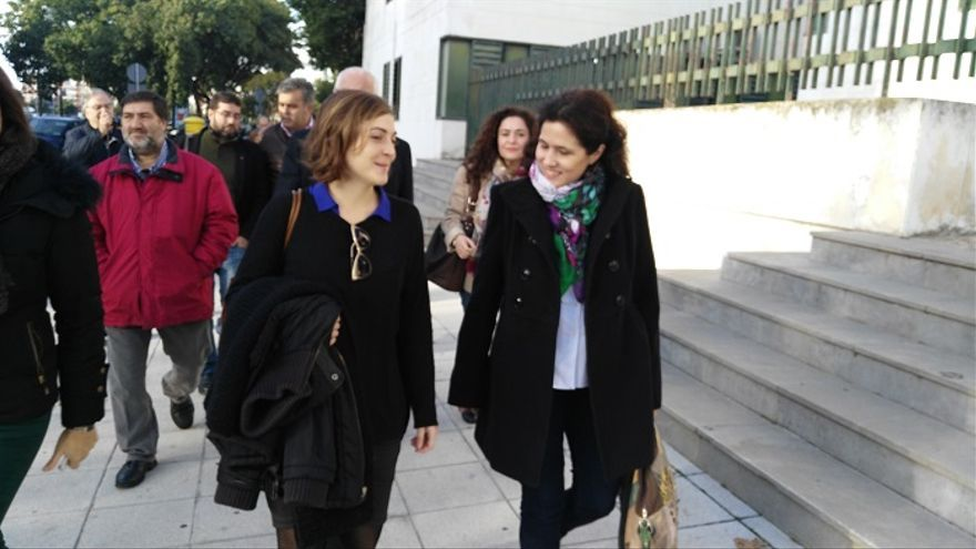 Ana Fernández acompañada de su abogada, Amanda Meyer /FOTO: Francisco JIménez