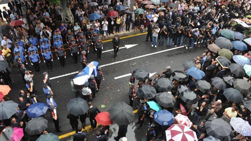 Un millar de personas despide a Adán Martín en Santa Cruz