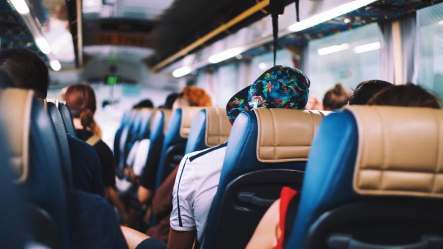 Viajeros en un autobús