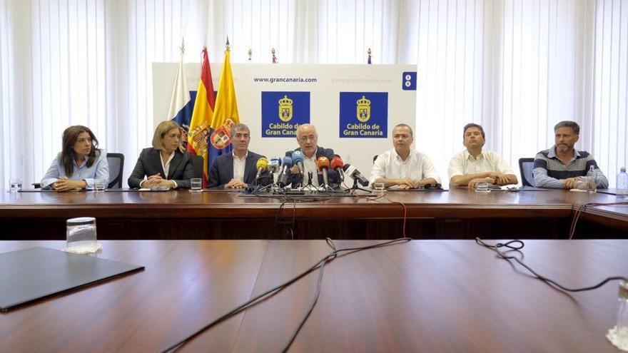 Representantes de las instituciones que participan en el operativo de seguimiento y control del vertido. (CABILDO DE GRAN CANARIA)