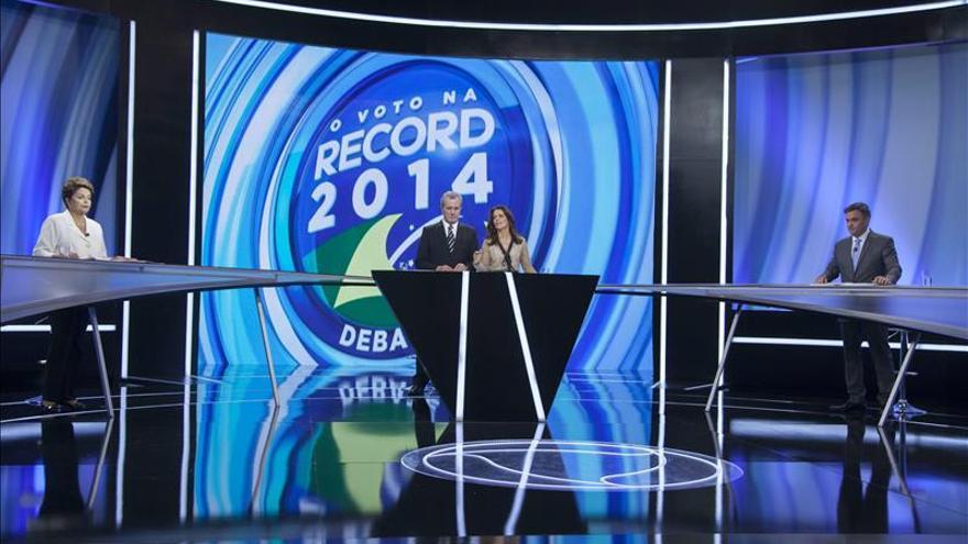 Rousseff y Neves protagonizan un debate menos tenso y ninguno toma ventaja