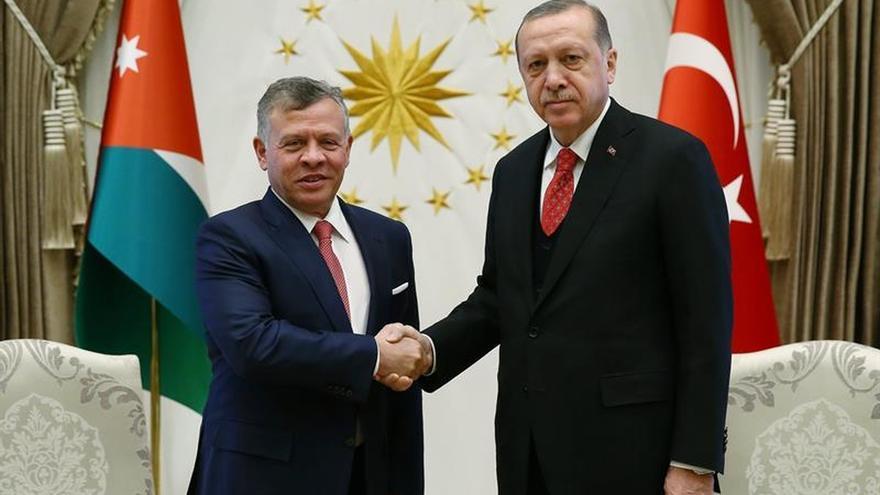 Atenas se prepara para recibir a Erdogan, primer presidente turco en 65 años