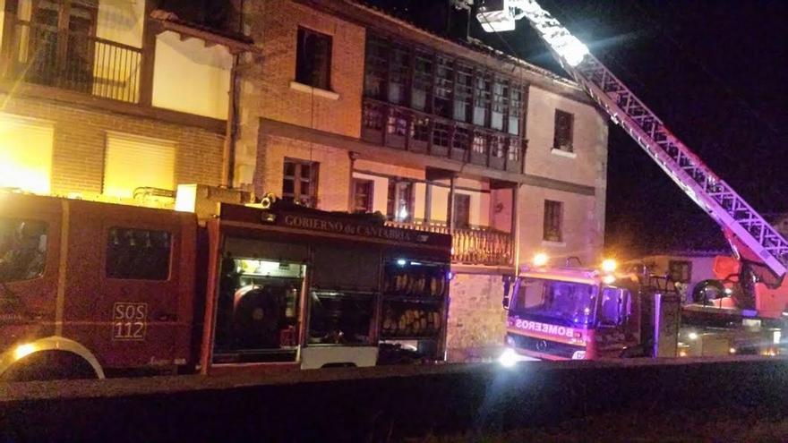 Extinguidos un incendio en casa de Bárcena de Pie de Concha y otro en un piso del centro de Santander