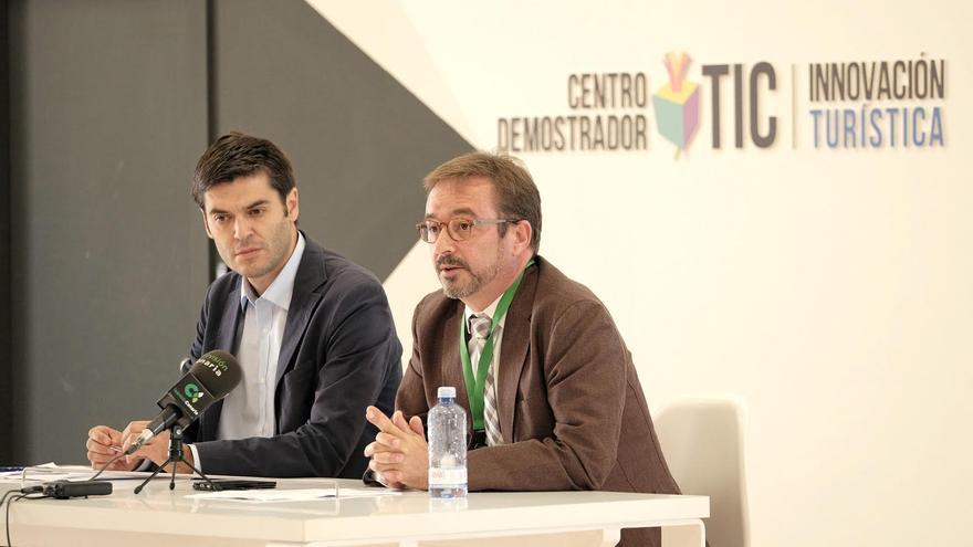 El director de proyectos de Innovación, Emprendedores y Pymes de la EOI, Pablo Velasco y el consejero de Desarrollo Económico, Raúl García Brink