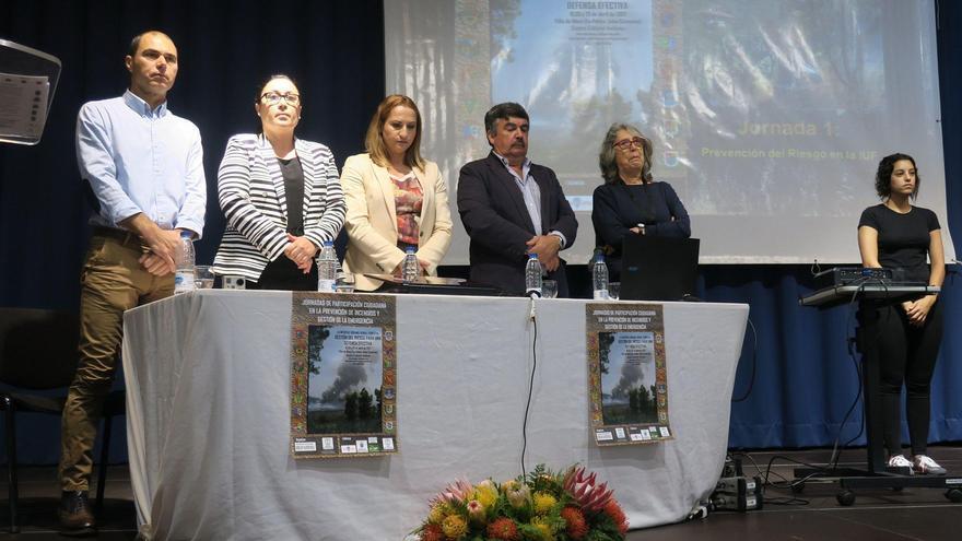 En la inauguración de las jornadas se guardó un minuto de silencio en recuerdo del agente de Medio Ambiente del Cabildo de La Palma, Fran Santana, que falleció durante las tareas de extinción del incendio forestal que el verano pasado afectó a la Isla.