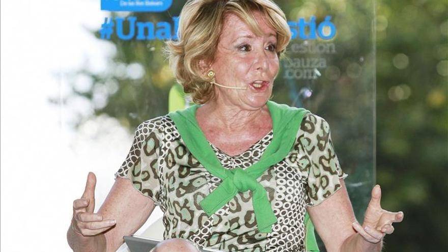 Aguirre censura a los malos equipos que, todos contra el PP, solo dan patadas