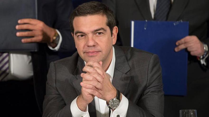 Tsipras quiere dejar fuera del rescate al FMI, según un diario griego