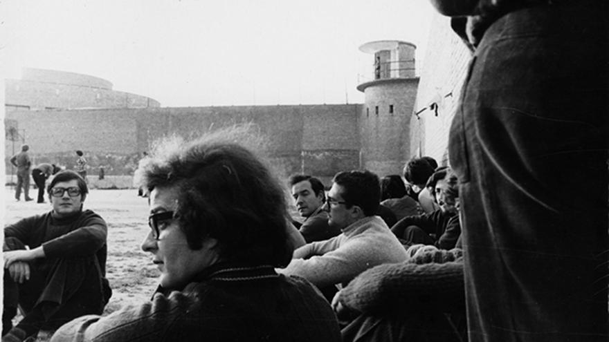 Presos en Carabanchel, fotografiados de manera clandestina por Juan López. | Archivo Lafuente.