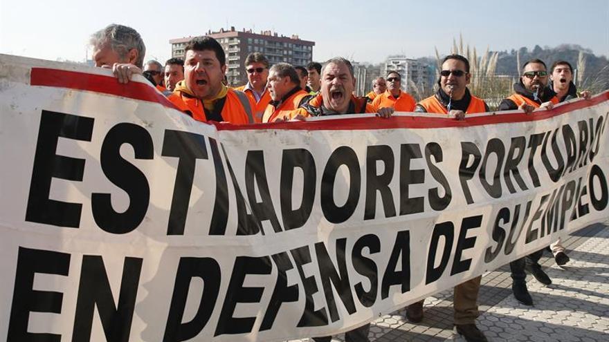 Los estibadores amenazan con huelga si el real decreto no garantiza el empleo estable