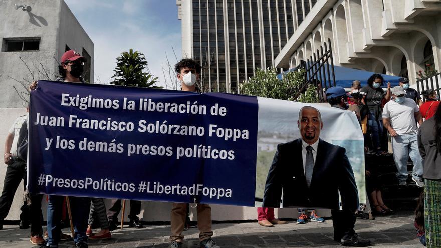 Abogado preso que investigó a corruptos en Guatemala insiste en su inocencia