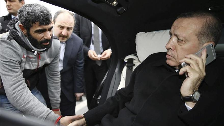 Erdogan convence a un potencial suicida de que no se tire de un puente