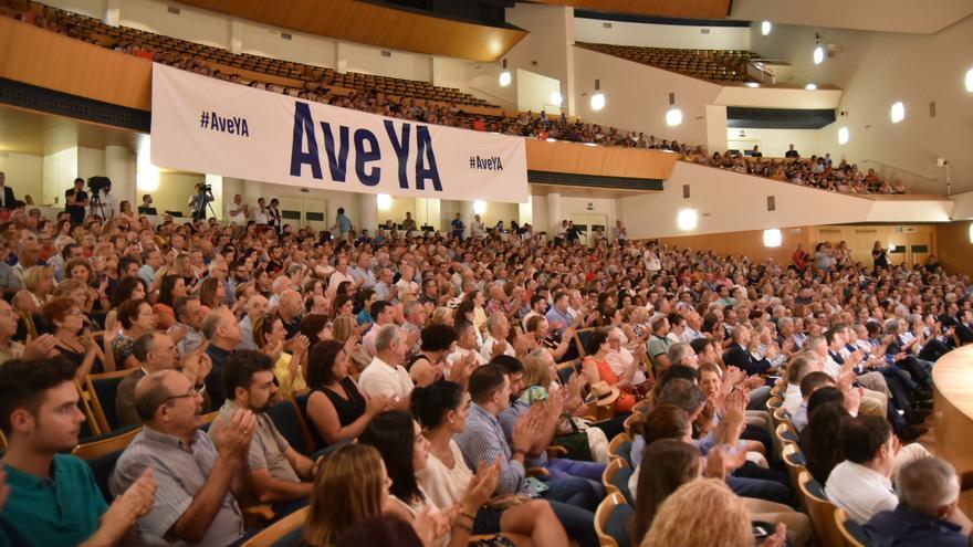Acto en contra del retraso del AVE convocado por el Gobierno Regional y la patronal en el Auditorio Víctor Villegas/ CARLOS TRENOR
