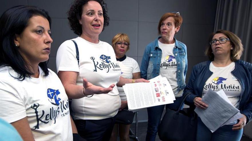 Representantes de la plataforma Kellys Unión de Tenerife y Gran Canaria y los sindicatos USO, Intersindical y otros sindicatos
