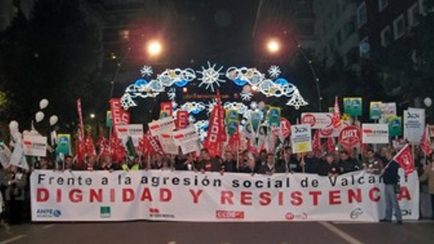 Imagen de la cabecera de la manifestación, a su paso por la Gran Vía
