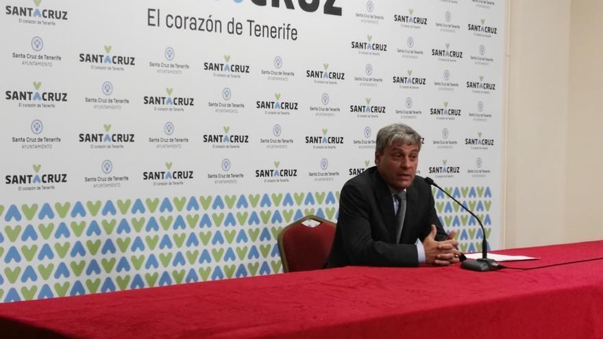 Carlos Garcinuño, esta mañana en la sala de prensa del Ayuntamiento de Santa Cruz