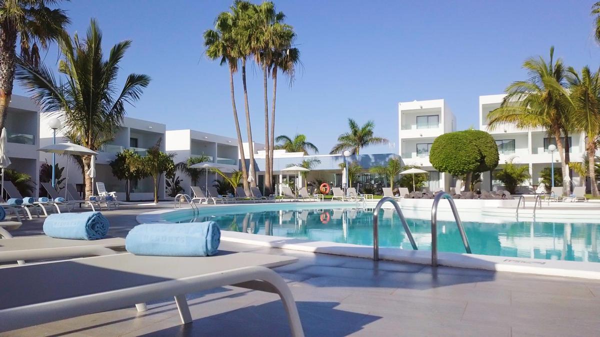 Piscina de un complejo hotelero en Teguise (Lanzarote).