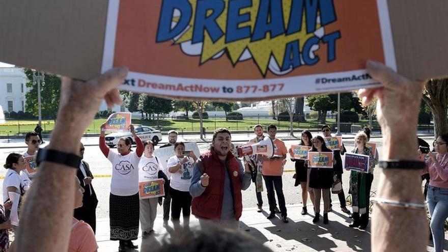 """Trump rechaza incluir una solución para los """"soñadores"""" indocumentados en el presupuesto"""