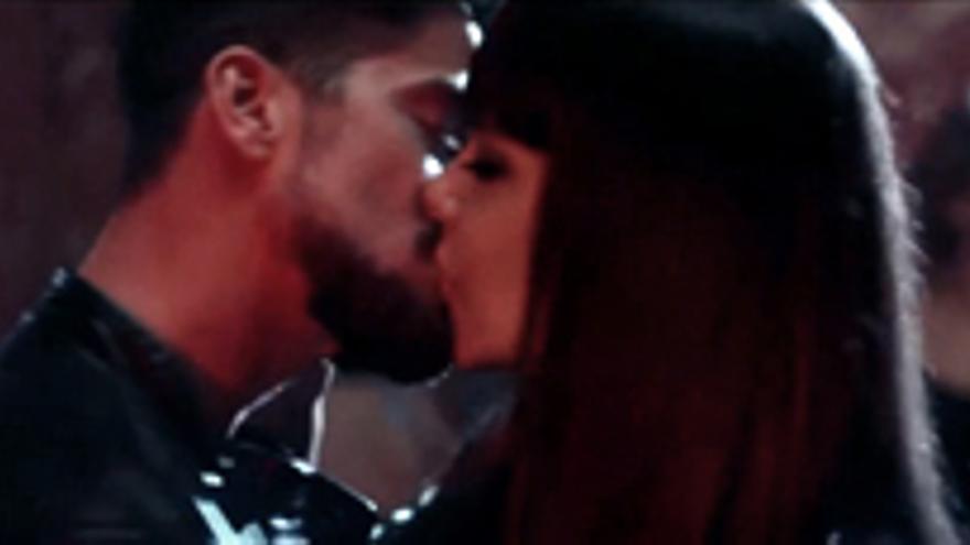 El beso apasionado de Cristina Pedroche y Luis Fernández 'El Culebra', juntos en 'La huida'