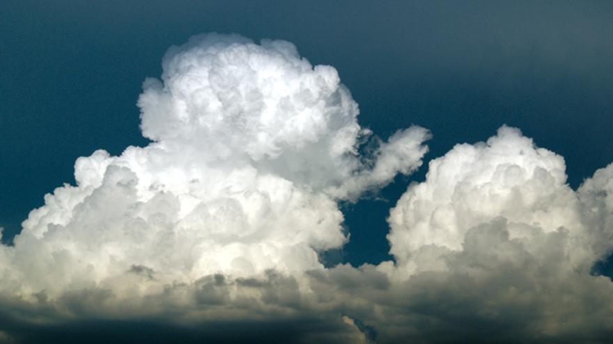 Cumulonimbos en proceso de desarrollo formando tormentas (Navacerrada).