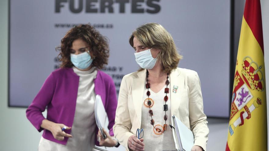María Jesús Montero  y Teresa Ribera, en su comparecencia