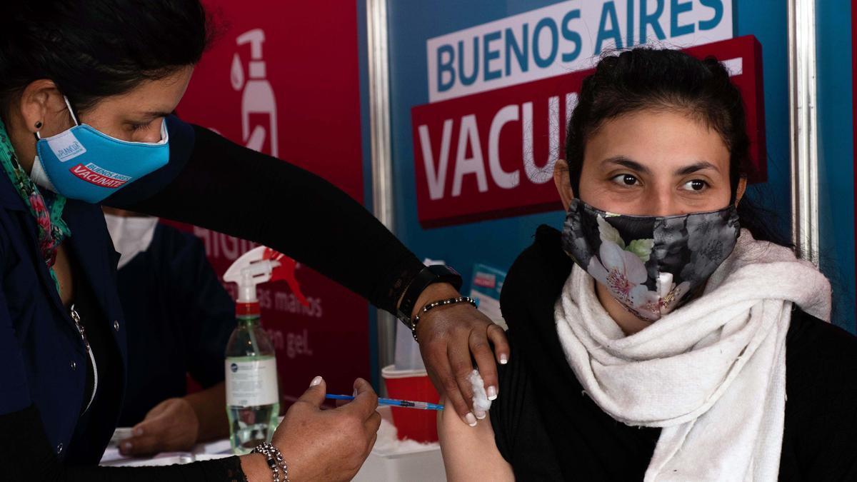 Continúa la vacunación en todo el país para combatir la pandemia.