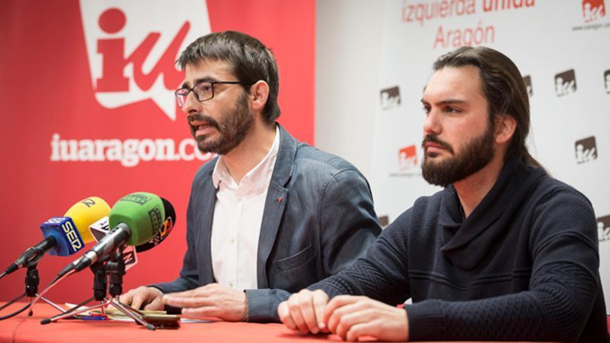 A la izquierda el coordinador general de IU Aragón, Álvaro Sanz; y a la derecha el responsable de Organización, Jorge Sanz
