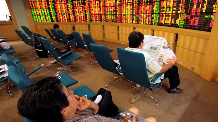La Bolsa de Bangkok, la única en operar en Navidad, abre al alza