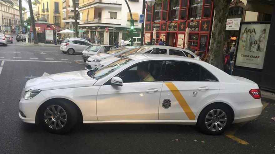 Andalucía propone una autorización de VTC por cada 30 licencias de taxis