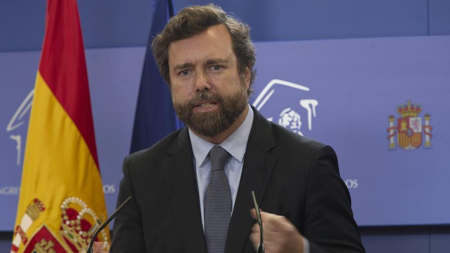 El portavoz de Vox en el Congreso, Iván Espinosa de los Monteros, interviene en una rueda de prensa.
