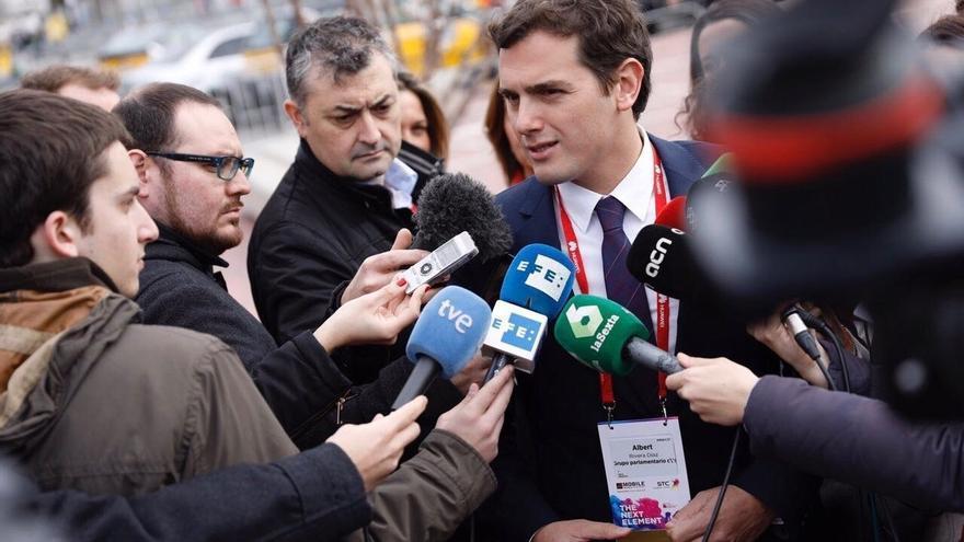 Rivera avanza que Cs se reunirá con PSOE y Podemos para impulsar la limitación de mandatos y el fin de aforamientos