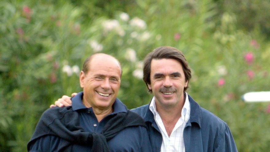 Aznar visita a Berlusconi en su mansión Villa Certosa en septiembre de 2003 / EFE