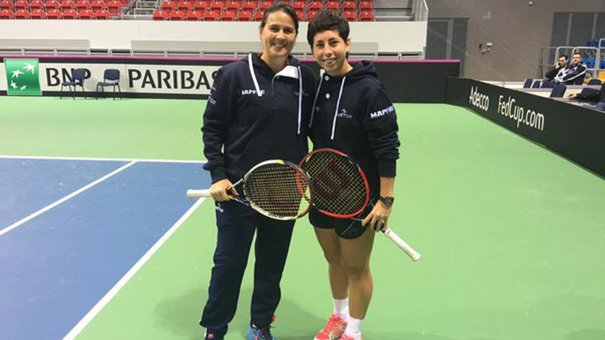 La capitana del equipo española de la Copa Federación, Conchita Martínez, y la tenista grancanaria Carla Suárez.