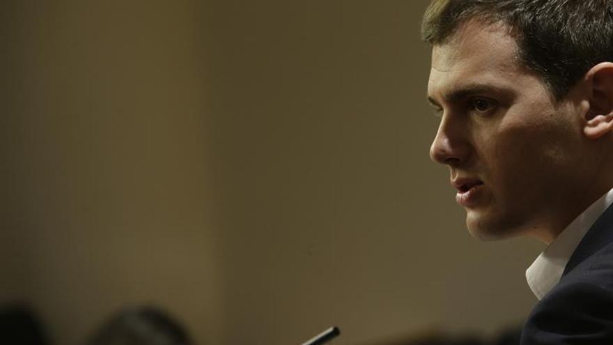 Rivera reprocha al PP vea como enemigo a C's y no al populismo y separatismo
