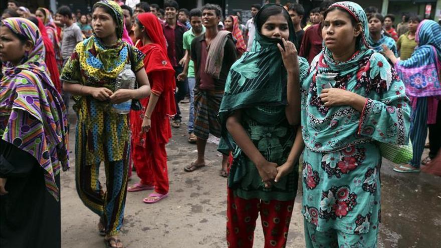 Al menos 70 heridos en protestas de trabajadores del textil en Bangladesh