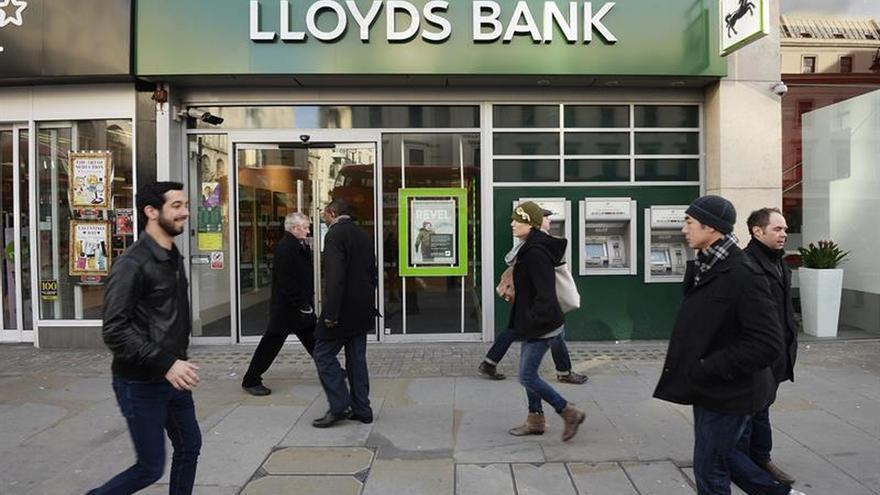 El beneficio anual del banco británico Lloyds baja el 36 %