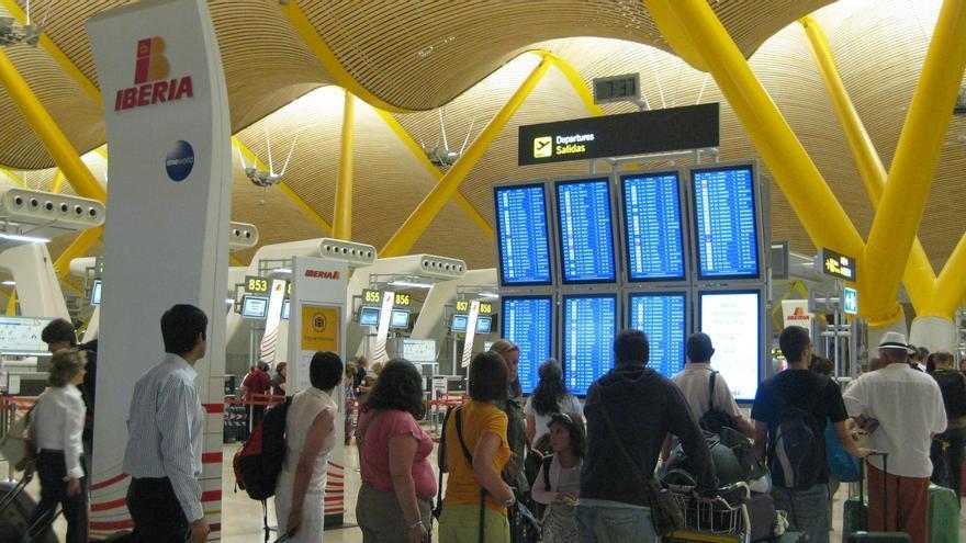 Bruselas no ve ilegal que aerolíneas cobren subida de tasas para vuelos reservados con anterioridad