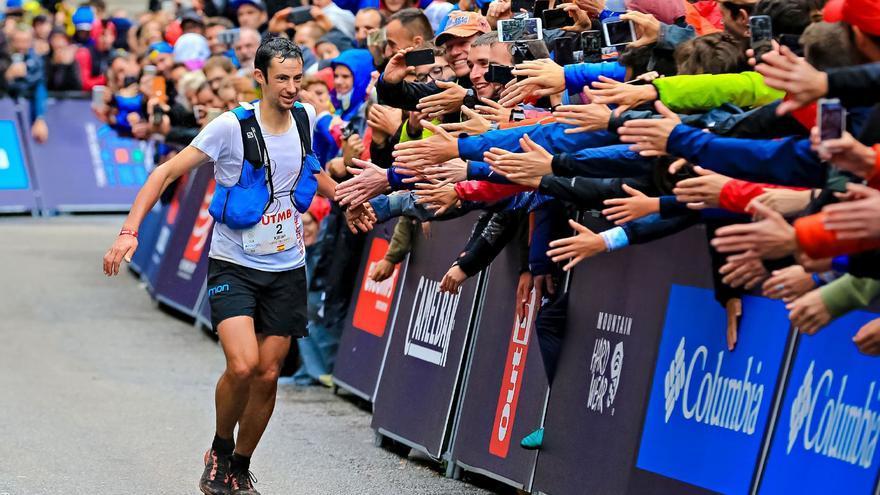 Kilian Jornet llegando a meta (© Franck Oddoux).