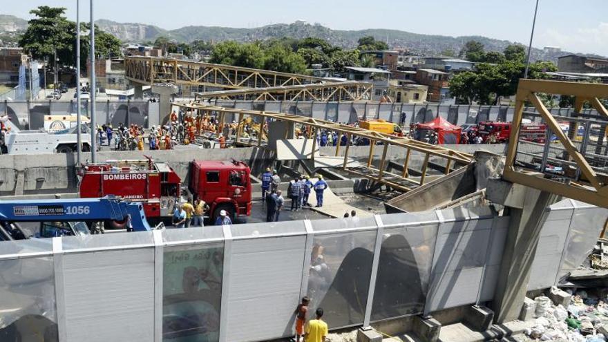 Sube a cinco el número de muertos por la caída de un puente en Río de Janeiro