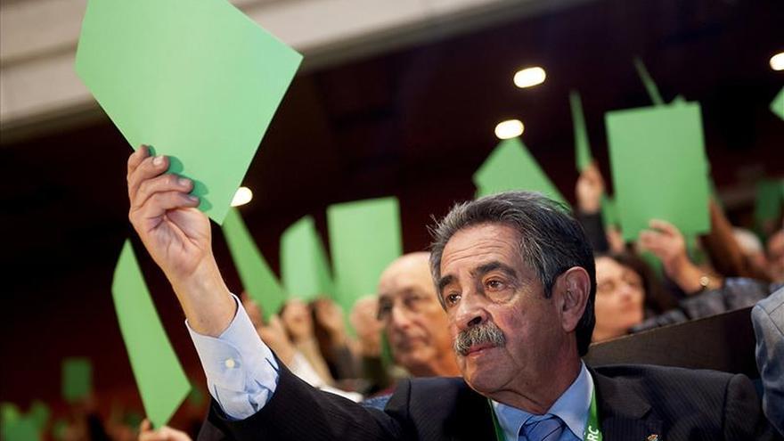 Revilla cree que no debe jubilarse a nadie que pueda aportar algo en política