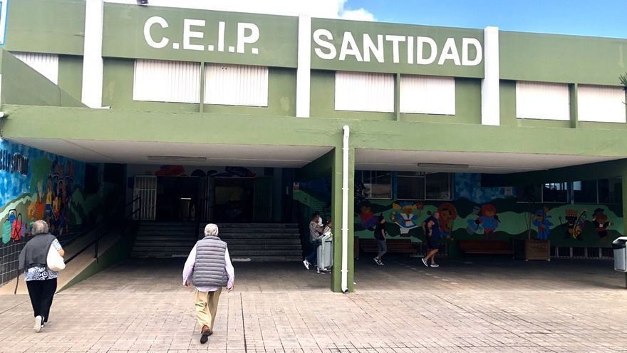 CEIP Santidad, donde votan 2.800 ciudadanos.