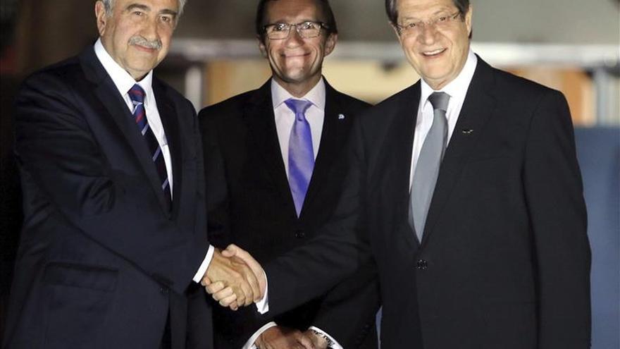 Los líderes de Chipre anuncian cinco nuevas medidas de confianza