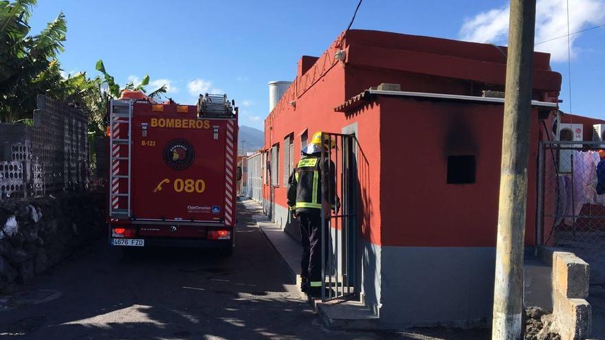 El incendido se registro de en cuarto de lavadora de la vivienda. Foto: BOMBEROS LA PALMA.