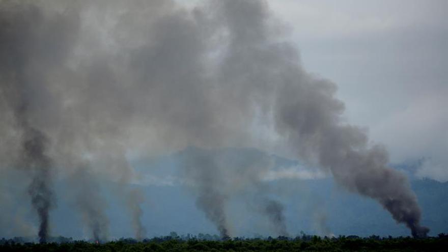 Dacca habla de informes no oficiales de 3.000 rohinyás muertos y genocidio