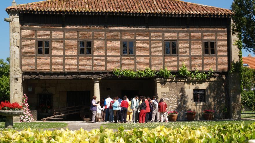 Exterior del Museo Etnográfico de Cantabria en Muriedas.