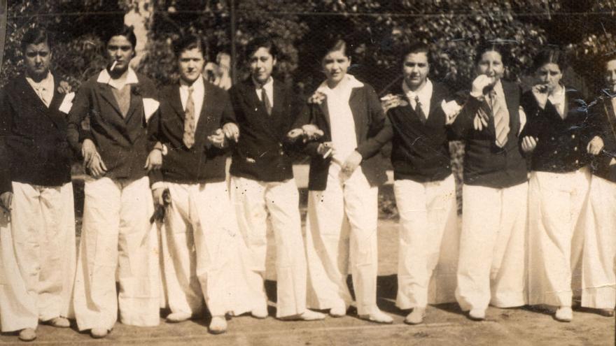 Residentes disfrazadas, curso 1930-1931. Archivo familiar Bonet Rosado, Valencia.
