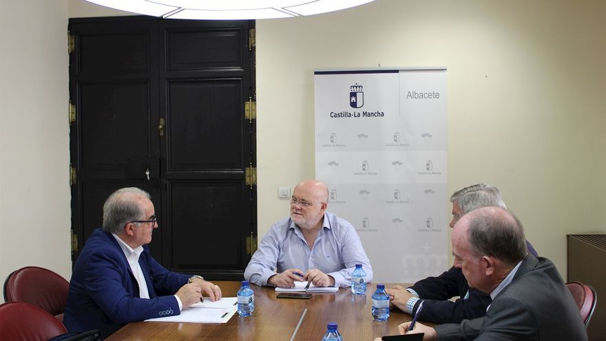 Reunión entre delegado provincial de la Junta y el Colegio de Enólogos