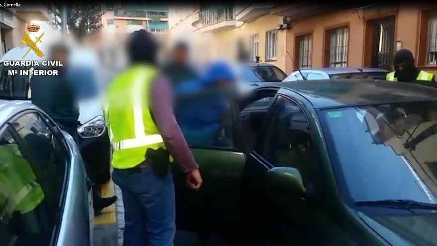 Los detenidos en Cornellá mantenían contacto con otro yihadista que se fue de España a Siria