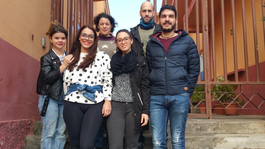 Los alumnos protagonistas del reportaje con la profesora Yurena Espinosa.